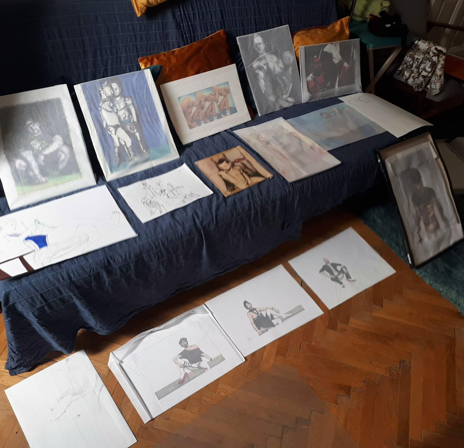 Damit ich einen Überblick über die fertigen und unfertigen Bilder bekam, habe ich sie mal alle in meinem Atelier kurz aufgestellt.